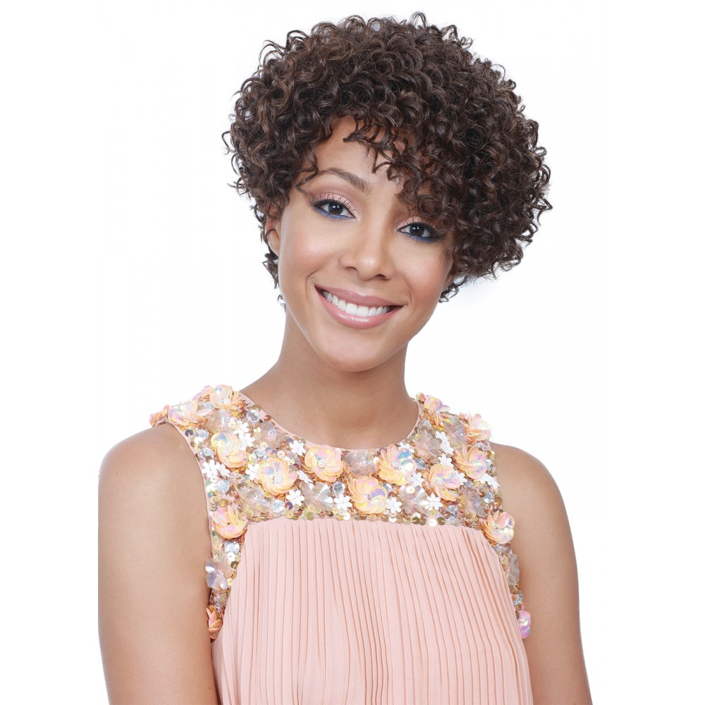 Andrea Fenise Memphis Fashion Blogger shares wigs as protective styling options