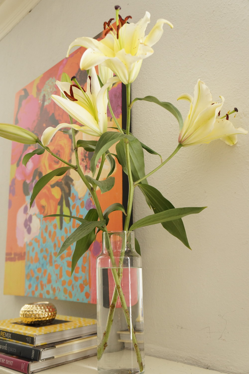 Andrea Fenise Memphis Fashion Blogger shares how to decorate your home with simple floral arrangements