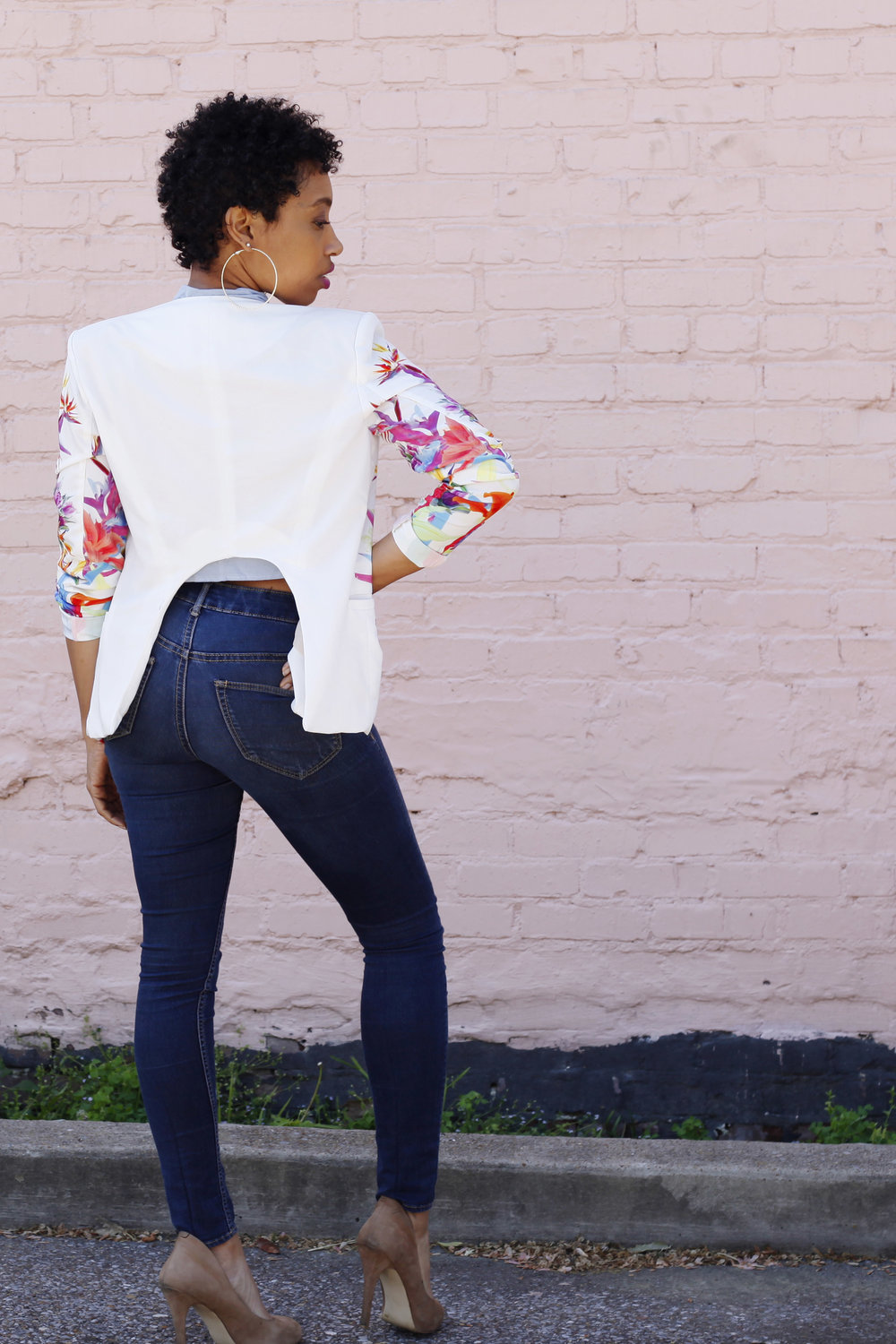 Andrea Fenise Memphis Fashion Blogger talks dressing for your body type with a floral blazer