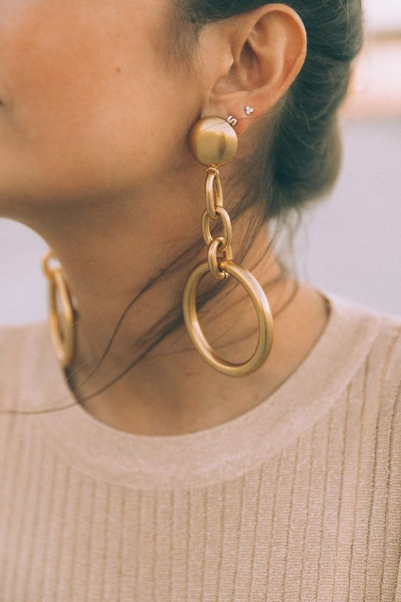 Andrea Fenise Memphis Fashion Blogger shares trend story on statement earrings
