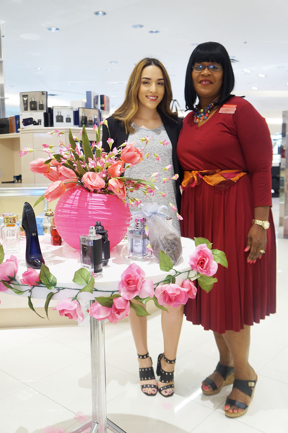 Andrea Fenise Memphis Fashion Blogger covers Macy's Oak Court Come As You Art Event