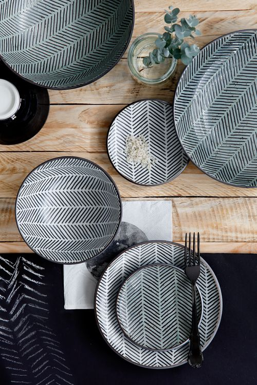 Andrea Fenise Memphis Fashion Blogger and Memphis Lifestyle Blogger shares patterned plate inspiration for Thanksgiving