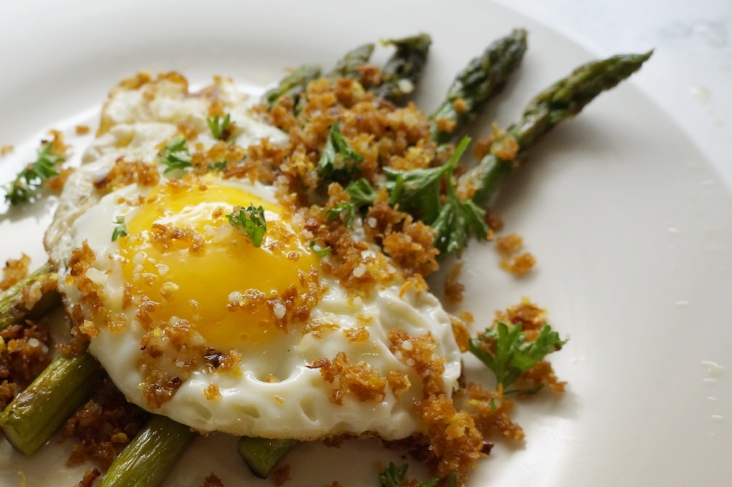 Andrea Fenise Memphis Fashion Blogger shares a fried egg and asparagus recipe