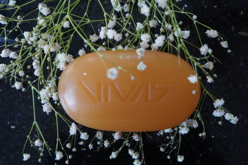 Andrea Fenise Memphis Fashion Blogger and Memphis Beauty Blogger reviews VIVAS Facial Bar by Ampro