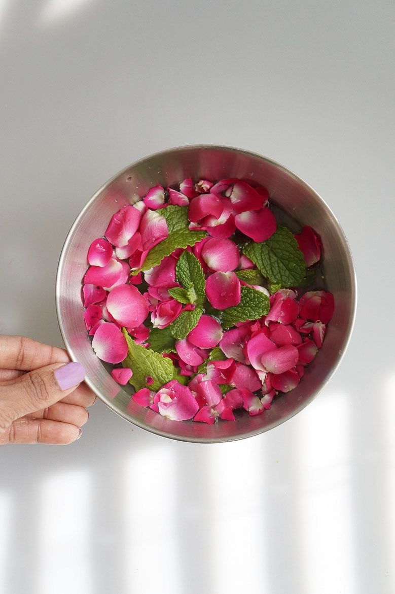 Andrea Fenise Memphis Fashion Blogger and Memphis Lifestyle Blogger shares an herbal bath rose and mint
