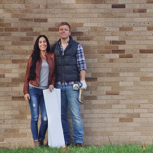 We're Chip and Joanna Gaines. 💫 #shiplap #fixerupper #magnoliamarket #themagnoliastory #chipandjo @joannagaines @chippergaines