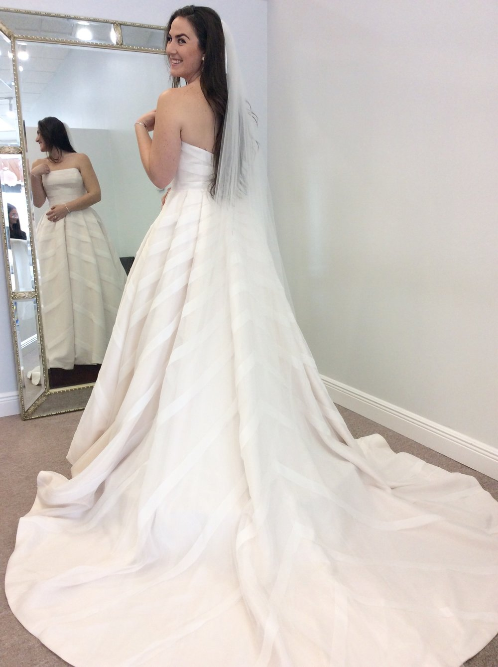 80ca74cfbe80 Many times a bride is afraid of the veil blocking the view of the dress  going down the aisle. A plain tulle veil will not obstruct the view and  most ...
