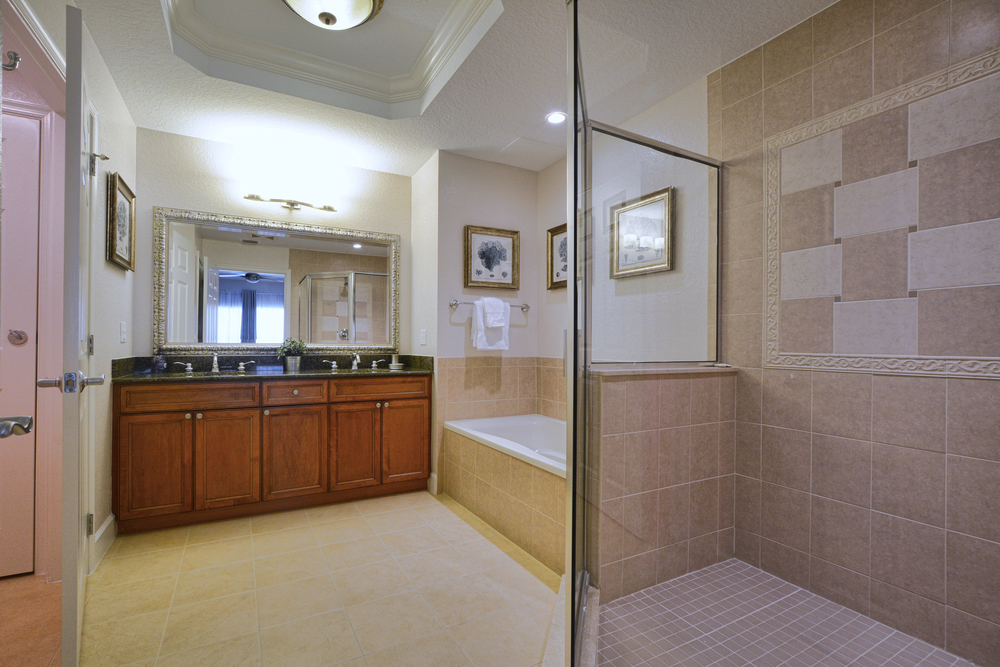 13-Master Bath.jpg
