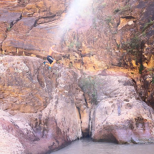 After kicking @isaacloosli out of photos for four weeks (he's a great photobomber), we decided it was time to let him have the spotlight. And if you think The Narrows in Zion National Park is just for hiking and wading, think again. There are plenty of spots deep enough for some cliff jumping. #parktopark2016 #chaconation