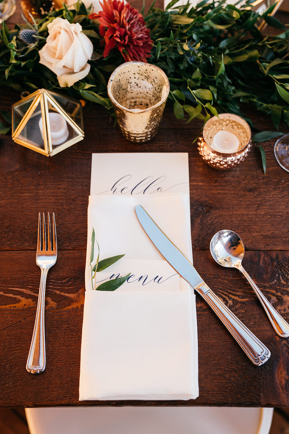 Geometric and gold accents at  Black Butte Ranch . Photography  Ely Roberts Photography , Florals  Petals, Flowers by Katie , and decor by  Curated .