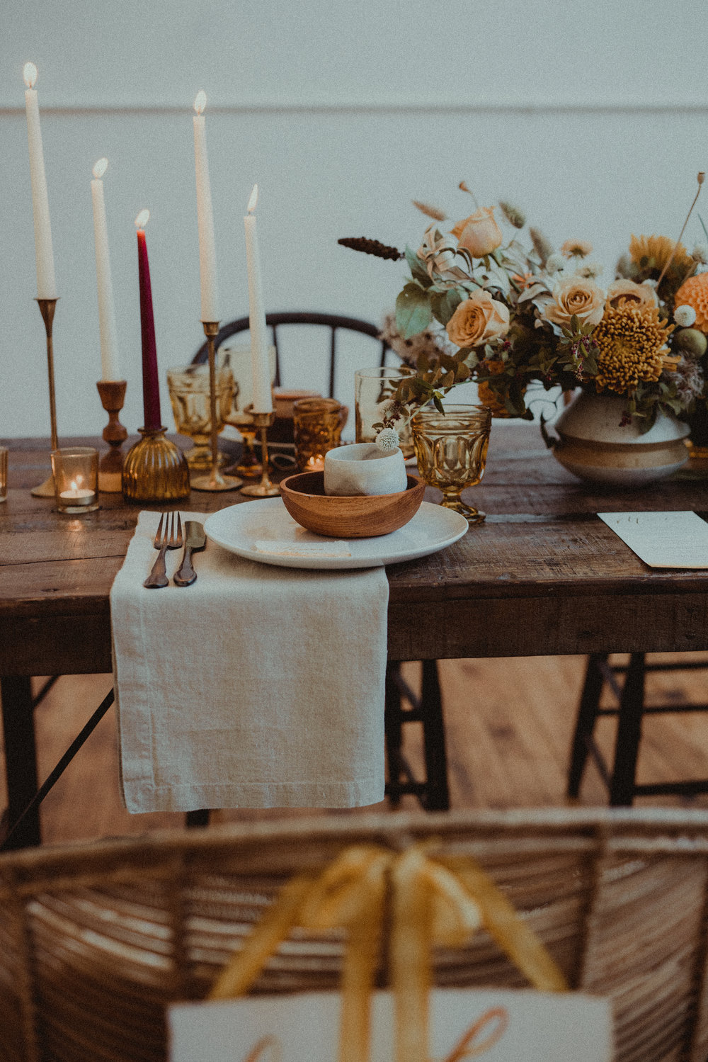 70's inspired tablescape of dreams. Amber and neutral elements provide warmth and comfort. Photography  Anna Caitlin Photography , florals  Small Yard Flowers , coordination  The Indigo Bride , rentals by  Curated .