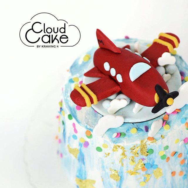 [I believe I can fly - Chocolate Cloud Cake]  #Valrhona chocolate , chocolate chips , fondant airplane , buttercream. Our signature product #theoriginalcloudcake is fluffy like a cloud ☁️! ——————————————————————— 💻 www.kravingk.com . 📱 +8️⃣5️⃣2️⃣ 6️⃣6️⃣0️⃣8️⃣ 3️⃣8️⃣3️⃣3️⃣ ——————————————————————— #Hkfood #hongkongfood #hkfoodporn #hkfoodstagram #hkdessert #hongkongcakes #hkpastry #hkpatisserie  #cakestagram #dessertporn #hkcake  #hongkongcake #hkcakeshop #kravingk #hkbakeryshop #pastryart  #chefstalk #pastrydelights #pastryinspiration #訂蛋糕 #百日宴 #散水餅 #網上蛋糕店 #hkonlinebakery #chefsgossips #香港蛋糕店 #cloudcake
