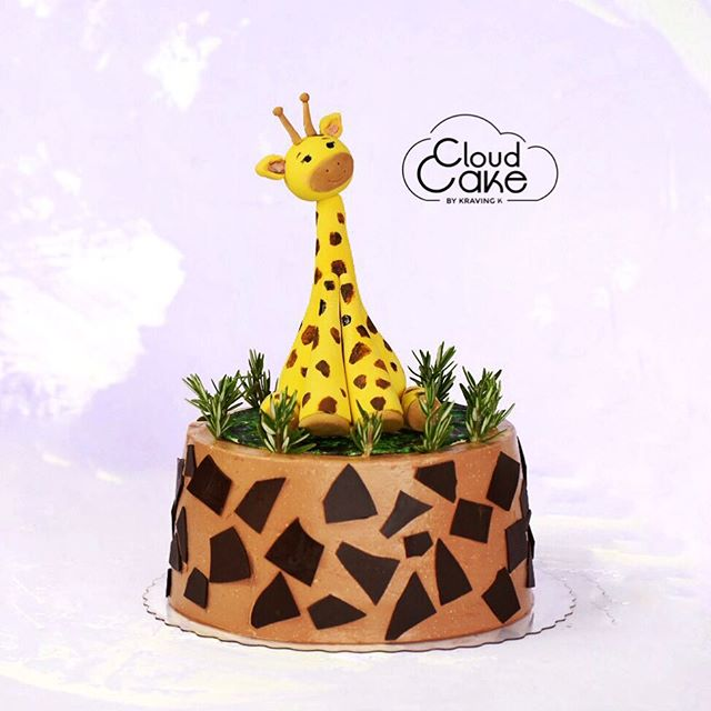 [Chocolate Cloud Cake]  #Valrhona chocolate , chocolate buttercream, decorated with a fondant giraffe.  Our signature product #theoriginalcloudcake is fluffy like a cloud ☁️! ——————————————————————— 💻 www.kravingk.com . 📱 +8️⃣5️⃣2️⃣ 6️⃣6️⃣0️⃣8️⃣ 3️⃣8️⃣3️⃣3️⃣ ——————————————————————— #Hkfood #hongkongfood #hkfoodporn #hkfoodstagram #hkdessert #hongkongcakes #hkpastry #hkpatisserie  #cakestagram #dessertporn #hkcake  #hongkongcake #hkcakeshop #kravingk #hkbakeryshop #pastryart  #chefstalk #pastrydelights #pastryinspiration #訂蛋糕 #百日宴 #散水餅 #網上蛋糕店 #hkonlinebakery #chefsgossips #香港蛋糕店 #cloudcake