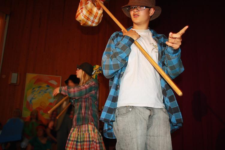 """Sommaren på Solberga inleds med skolavslutningen. Den innehåller alltid en teaterföreställning, som här  i juni 2012, då eleverna uppträdde med  """"Folk och rövare i Kamomilla stad""""."""