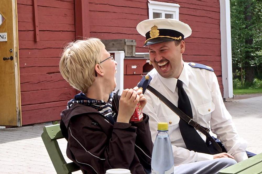 Som härtill Astrid Lindgrens värld i Vimmerby, där man kan fåsjunga med konstapel Klang.