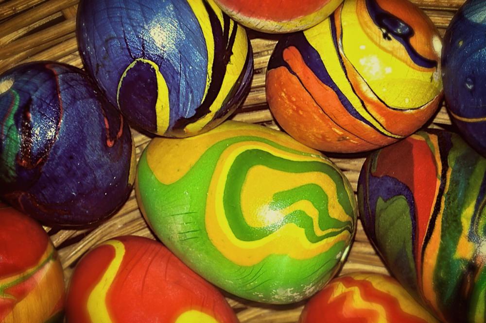 Alla kan vara med och måla äggen som är en symbol för vårens spirande liv.