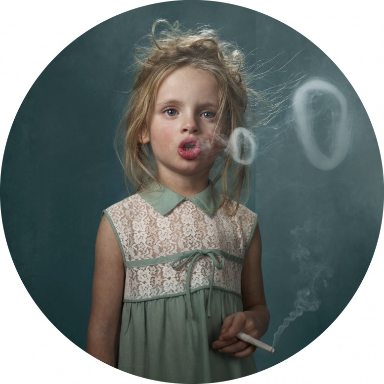 frieka_janssens_smoking_kids_13
