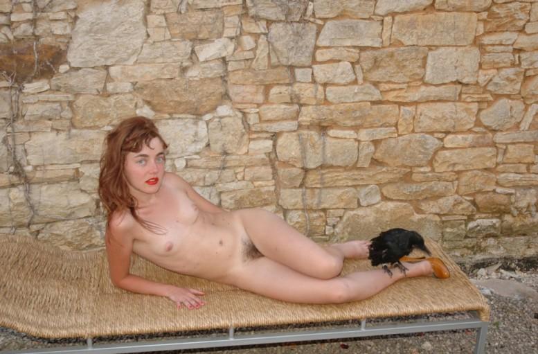 la_femme_corbeau_marianne_maric_show_studio_selling_sex
