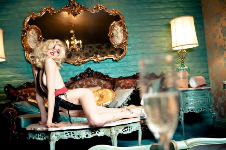 Ellen_von_Unwerth_Do_Not_Disturb