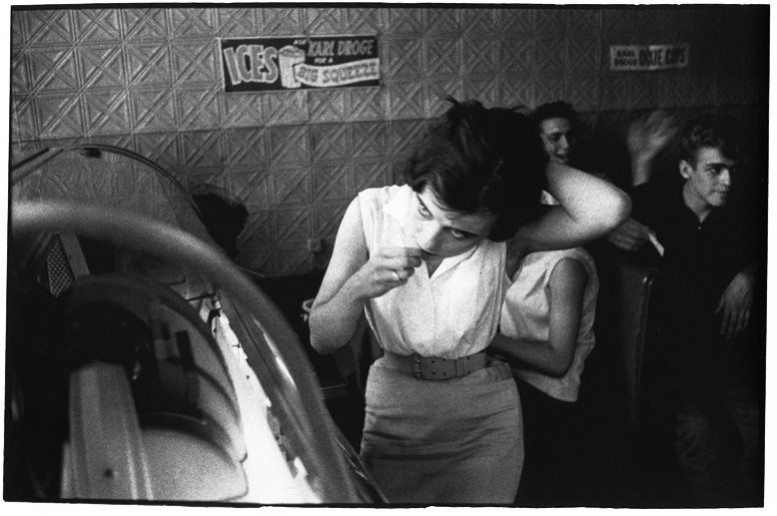 bruce_davidson_girl_juke_box_brooklyn_gang