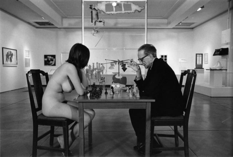 5_Wasser__Marcel_Duchamp_und_Eve_Babitz_beim_Schach