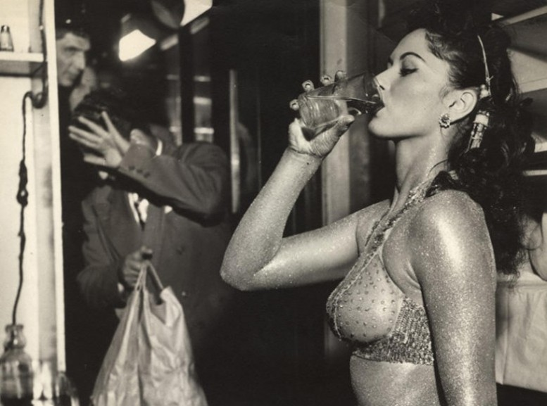 weegee_gold_painted_Stripper_weegee_hollywood-777x577.jpg