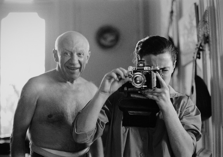 pablo-picasso-and-jacqueline-roque-villa-la-californie-1957-by-david-douglas-duncan-777x548.jpg