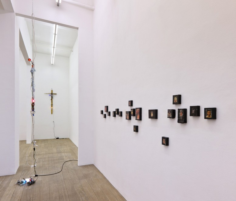 alan_vega_suicide_exhibition_holy_shit_laurent_godin_5-777x660.jpg