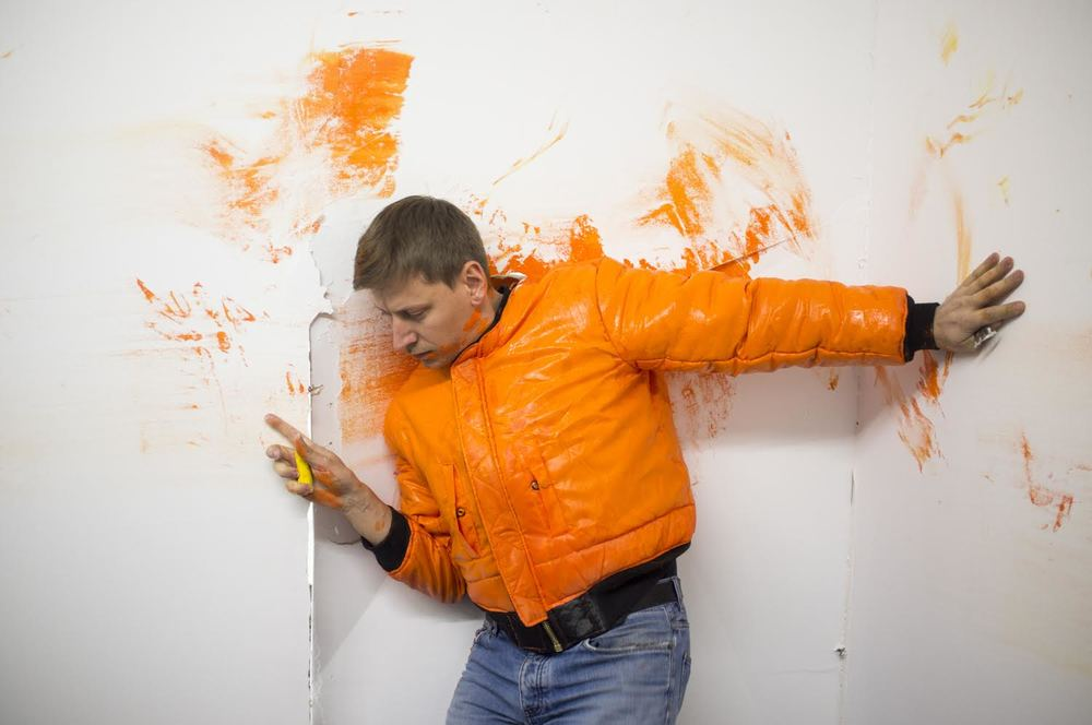 Marcin Dudek Performance at opening of new HLP space, 2015