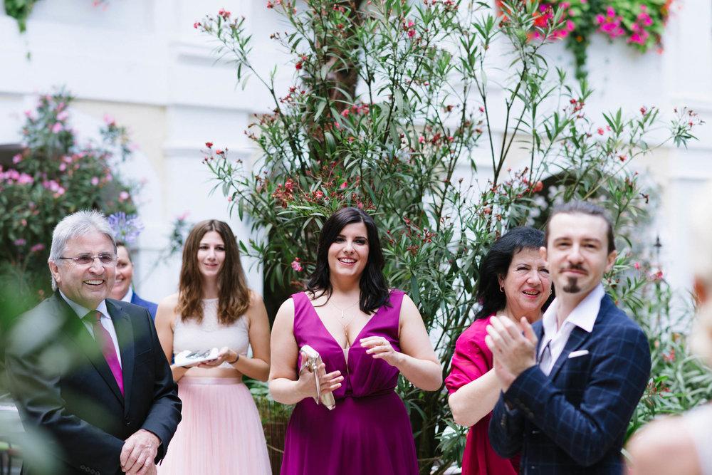 belle&sass__Hochzeit im Weingut Holzapfel_0020.jpg