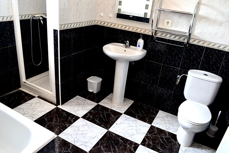 el_pescador_toilet_2.jpg