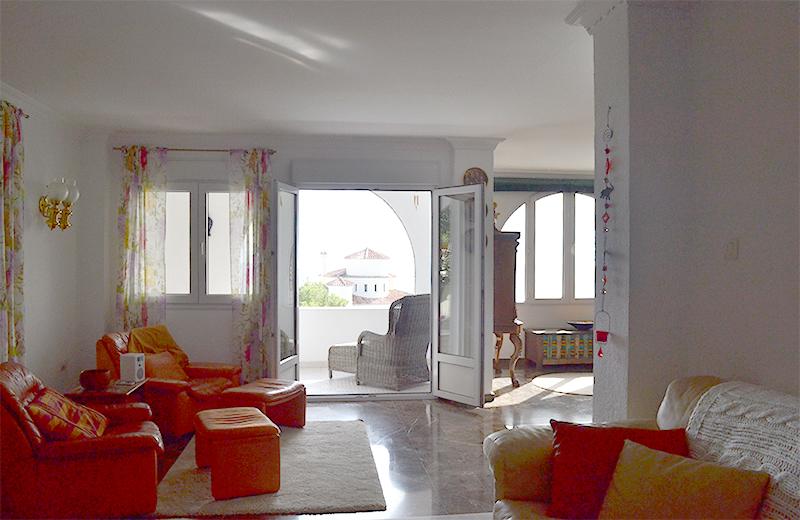 la_choza_frontroom.jpg