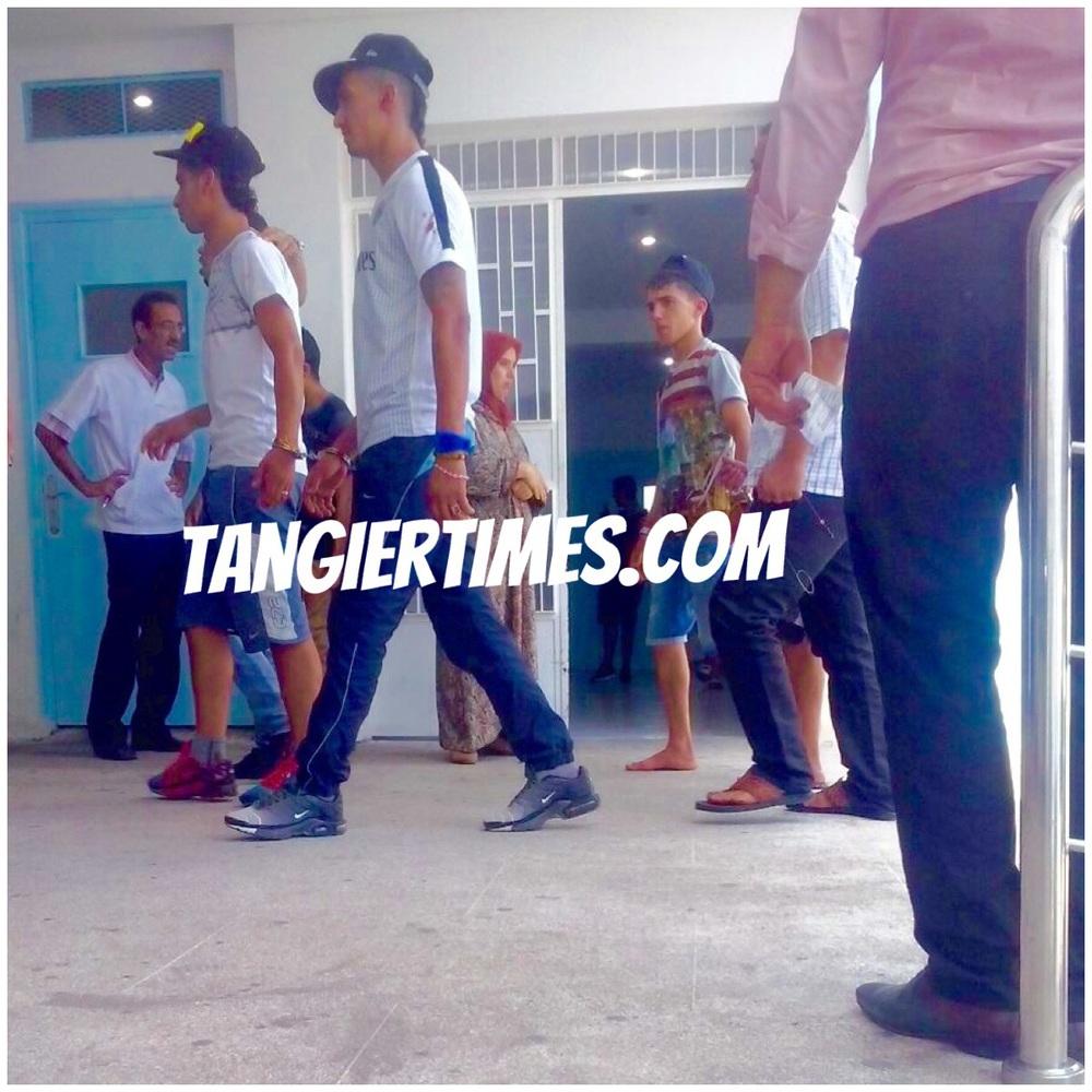 صورة اثناء دخول أفراد العصابة الأربعة الى المستشفى