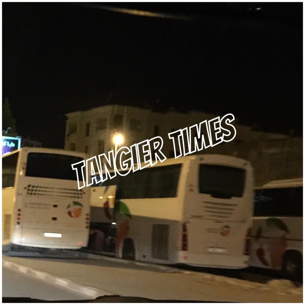 الحافلات التي تقل العناصر الأمنية المتظاهرة