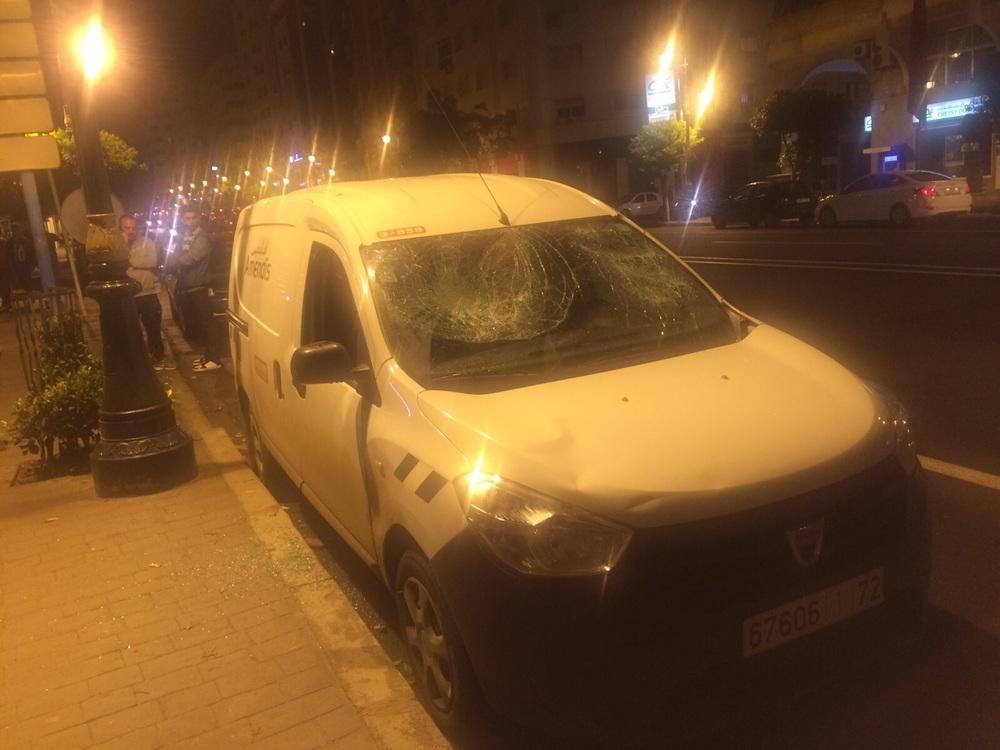 احدى سيارات أمانديس التي تعرضت لأضرار