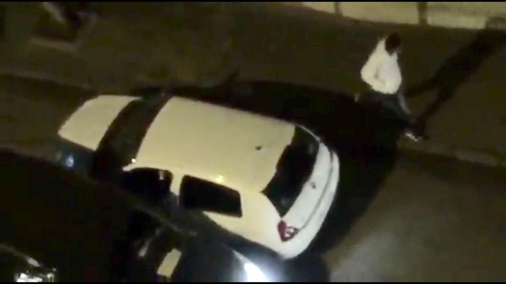 صورة لسيارتين مشبوهتين بحي لالة الشافية بطنجة