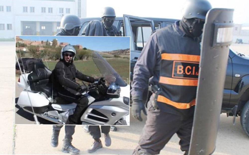 """فرقة """"بسيج""""، وفي الوسط صورة للبارون """"الشينو"""" على متن دراجة نارية"""