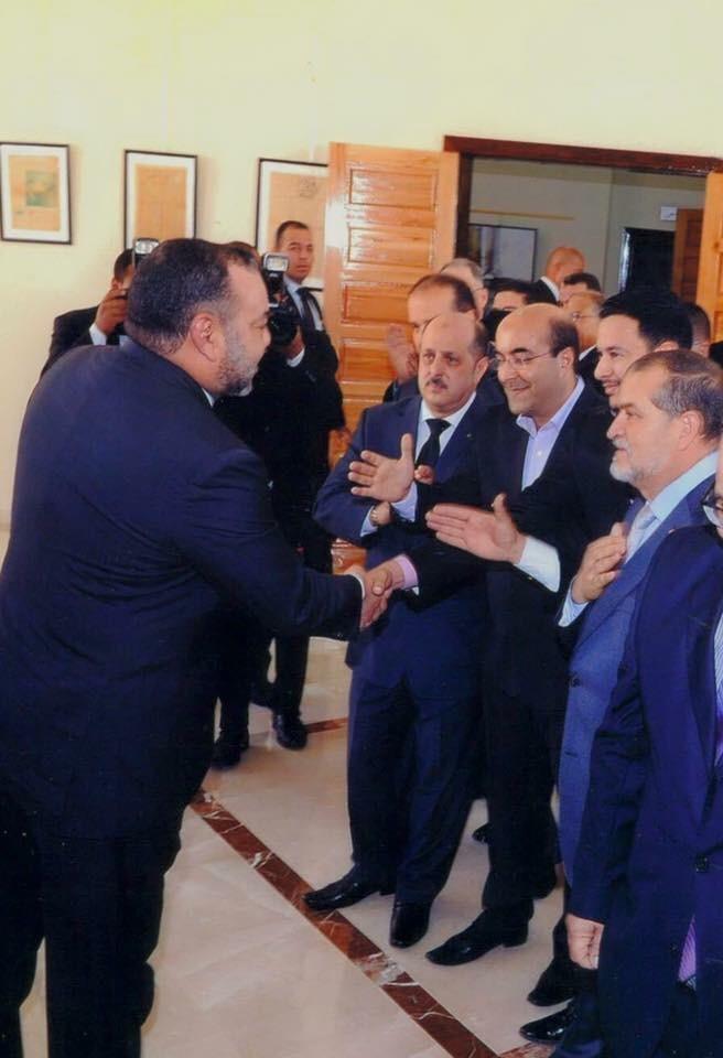 """أثناء تشجيع الملك محمد السادس للنقابي """"أسعد المسعودي"""""""