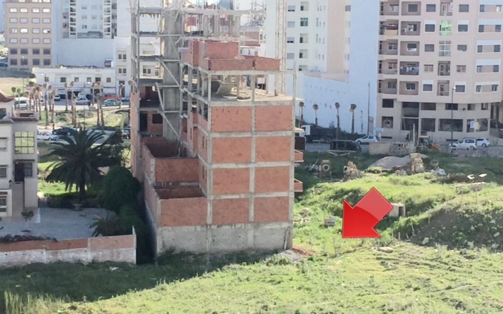 صورة توضح بناء العمارة فوق الوادي