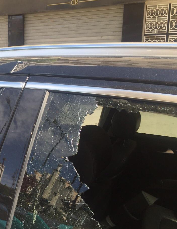 ضربات السيوف على هيكل السيارة