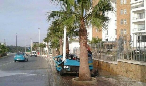 سيارة الأجرة التي كان على متنها الهالك