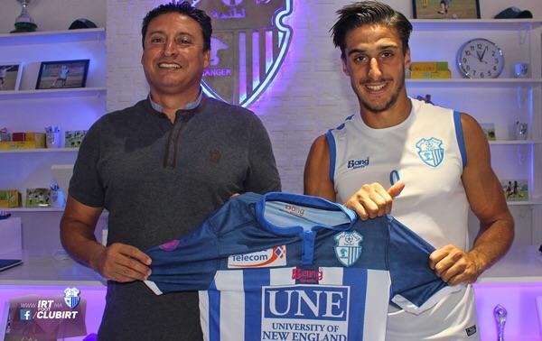 اسماعيل داوود رفقة محمد سابق المدير الرياضي للاتحاد واللاعب السابق في صفوف فريق ماربيا الإسباني