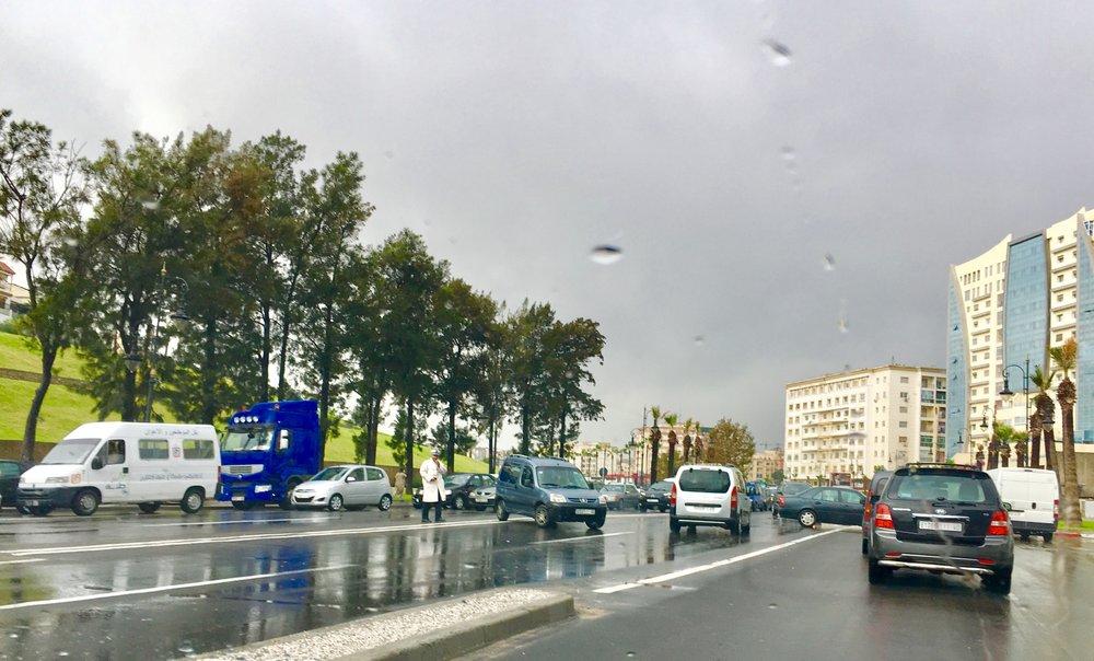 عرقلة حركة السير بسبب الفيضانات
