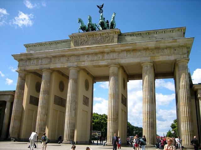 brandenburg-gate-90946_640.jpg