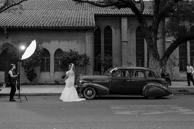 Behind the scenes of Cindy and Fernando's wedding 😻👰🚙 . . . . . . . . . #engagedandinked #bts #behindthescenes #strobist #weddingphotography #santaana #santaanaweddings #paulcbuff