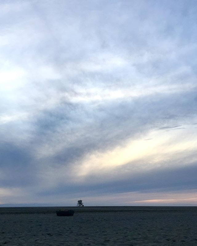January sunset at the beach 🌬🌊 🌅 #beachinthewinter #embracethecold 🥶😅