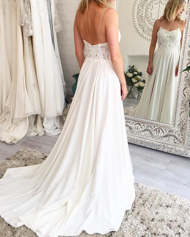 FOR SALE: Our stunning 'Riperton' gown is currently available within our final sample sale, featuring stunning silk and hand appliqué lace! There is only one available, beautiful condition, beautiful discount and immediately available so perfect for all you wild last minute brides 😘! Such a special piece! Contact us now via info@theloversbride.com and shop your dream gown, worldwide shipping available!