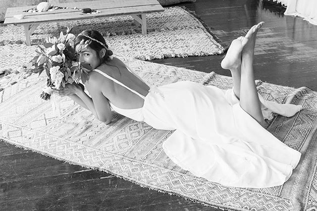 For the ultimate bohemian bride, our stunning carefree 'Farrah' gown by @stonefoxbride, available right now within our Online Sample Sale!  Contact us now to shop, info@theloversbride.com 🌿