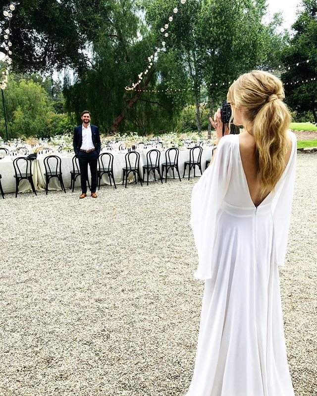 That back, those sleeves! Such a stunning real bride wearing the beautiful 'Stevie' gown via @loho_bride, an absolute favourite design here @theloversbride 🕊  We have just ONE of this gown remaining in our online Sample Sale so contact us now and grab yourself this lovely piece straight away! Worldwide shipping available.  CONTACT: info@theloversbride.com