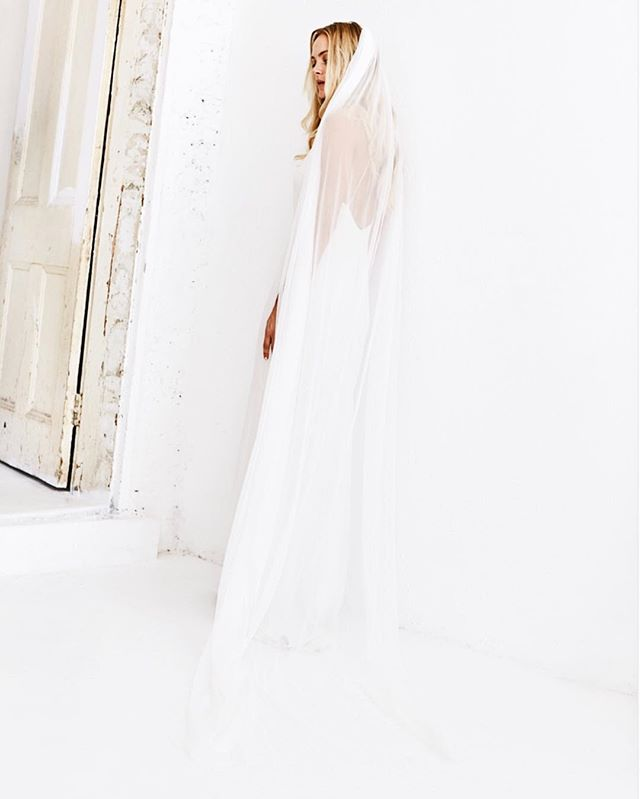 Our beautiful @boandluca floor length veil is available to purchase right now, brand new and never worn this piece is the perfect traditional touch for the laid back, modern bride. Simply beautiful and available to shop right now online!  CONTACT: info@thoversbride.com